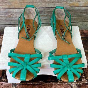 Mudd Kelly Green Sandals